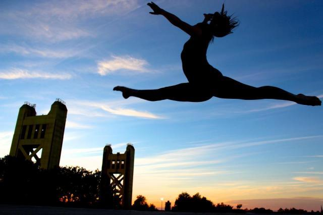Sacramento Performing Artist Lexi Whaley Jumping Over Tower Bridge