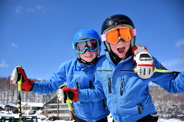 Family skiing at Hidden Valley Resort in Laurel Highlands