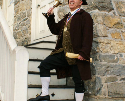 Bachmann Publick House man on steps