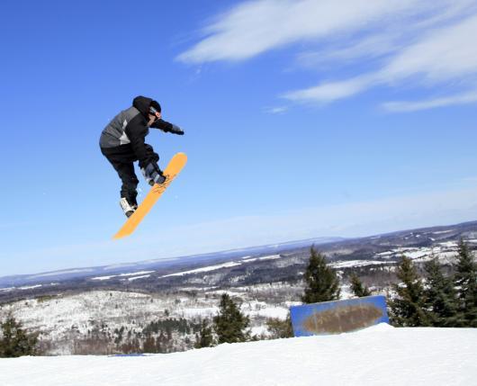 BlueMountainResort_Snowboarder01_DiscoverLehighValley