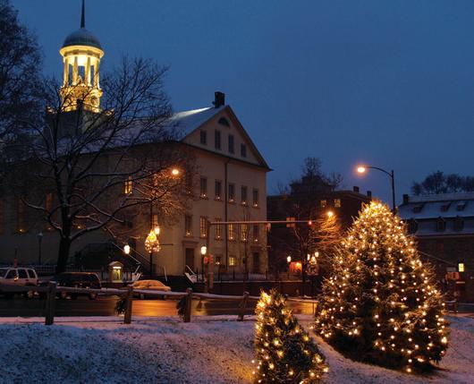 ChristmasInBethlehem_CentralMoravianChurch_DiscoverLehighValley
