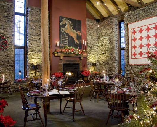 GlasbernInn_HolidayDiningRoom_DiscoverLehighValley