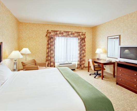 HolidayInnExpressAirport_room02_DiscoverLehighValley