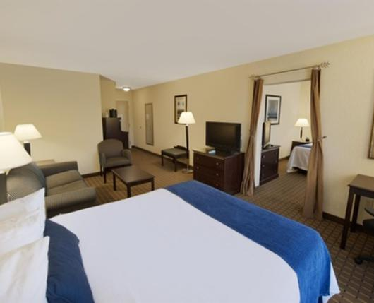 HolidayInnExpressAllentownWest_room02_DiscoverLehighValley