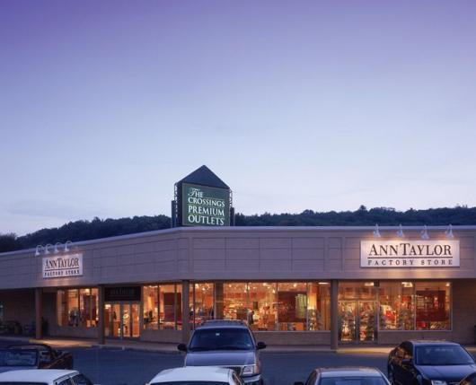 TheCrossingsPremiumOutlets01_DiscoverLehighValley.jpg