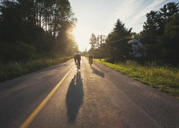 2 people cycling