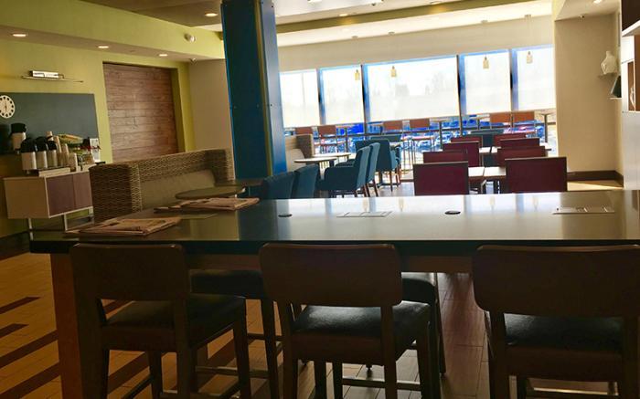 Holiday Inn Express Uniontown - Breakfast Area