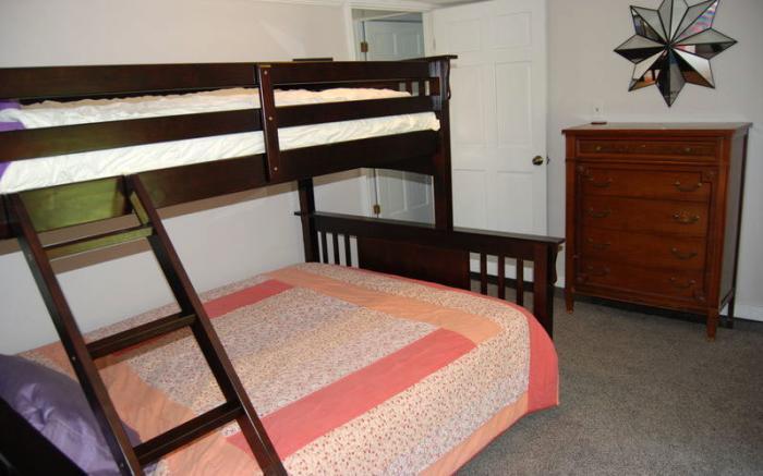 Queen on the bottom bunkbed (Sleeps 3)
