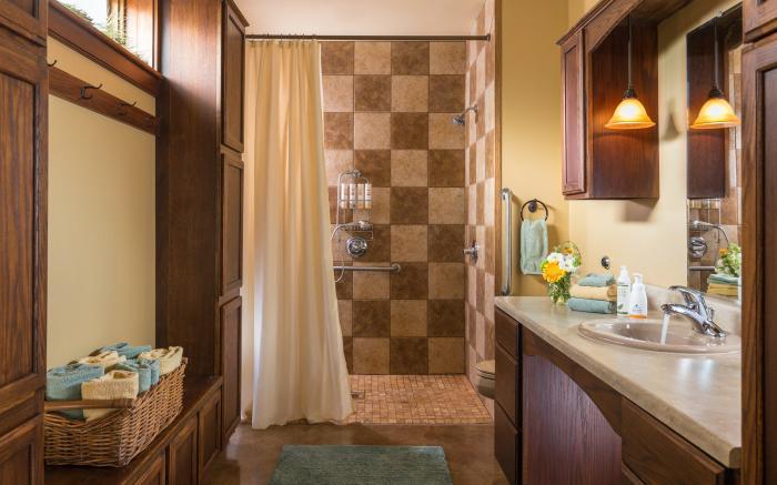 The Patriot's Suite accessable bath