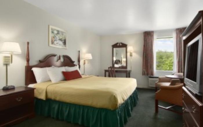 Days Inn King Room