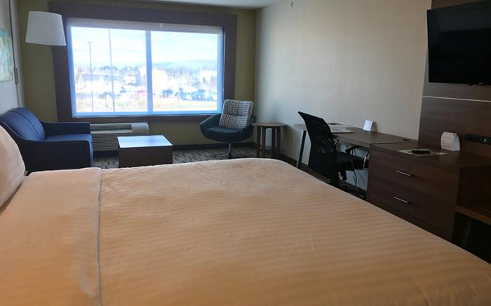 Holiday Inn Express Uniontown - King Size Room