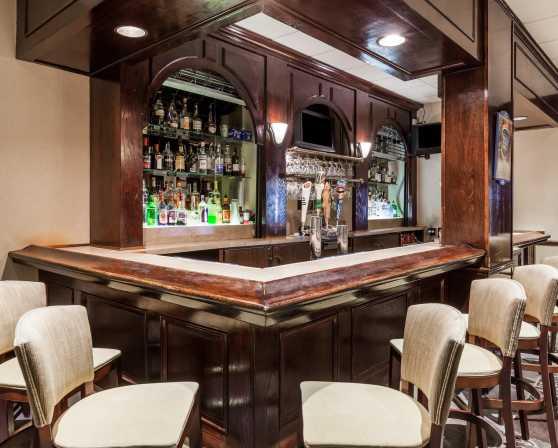 Plaza Grill - Bar