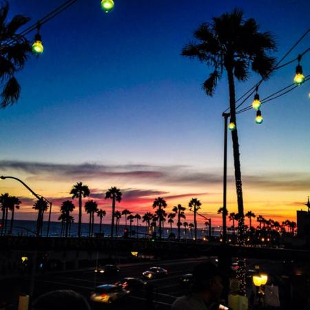 Delicious food and a view of the HB sunset are the ingredients for a memorable dinner! (Photo by itsthelawson66 / Instagram)