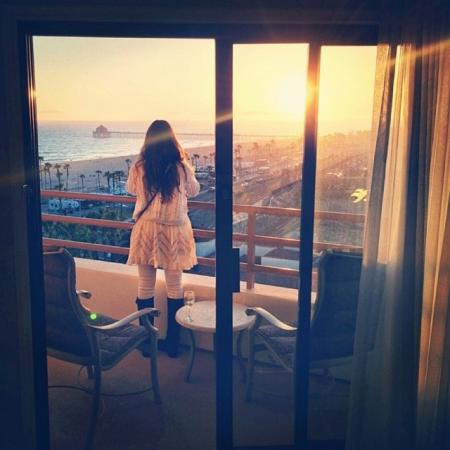 Vacation the right way and watch the Surf City sunset from your hotel balcony! (Photo by chlob0t / Instagram)