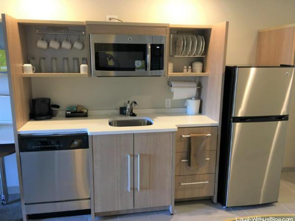 Home2 Suites Merrillville kitchen