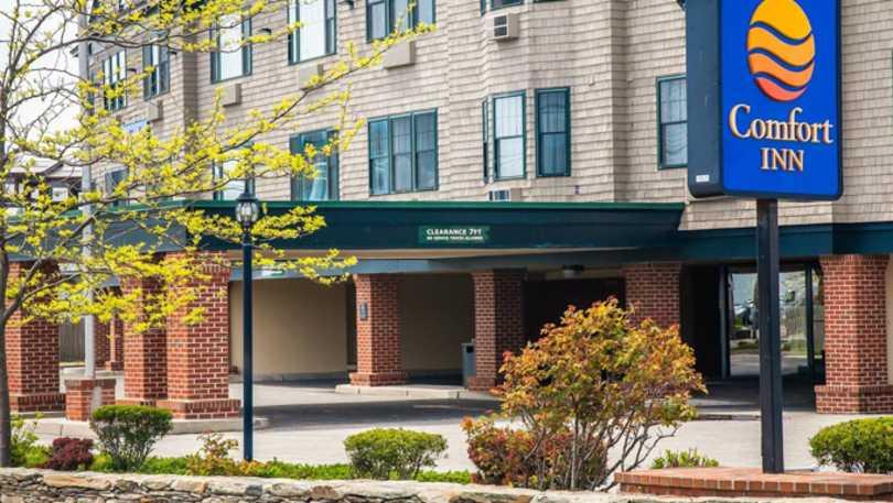 middletown comforter or suites deals newport quality rhode comfort ri us inn island in hotel