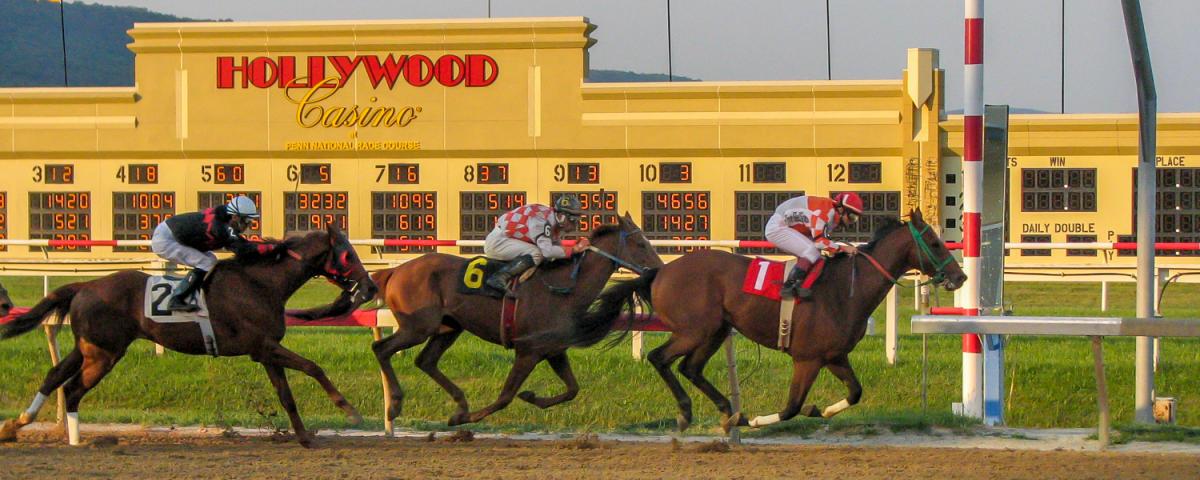 Hollywood Casino @ Penn National Race Course - Horse Racing