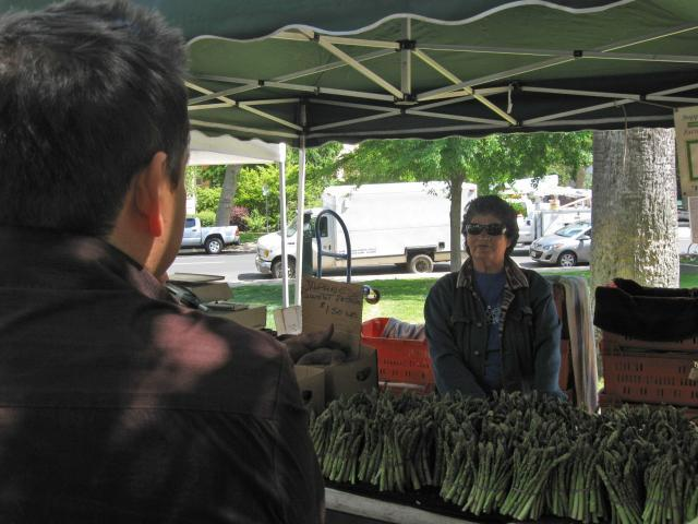 Beatriz, now serving asparagus and beans... but don't miss the melons and squash later.