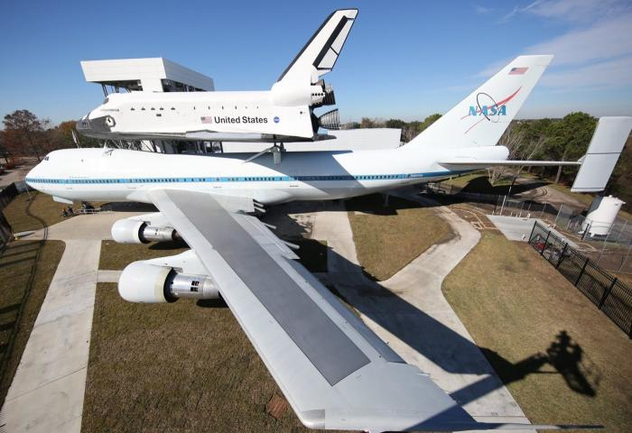 Space Shuttle and Jumbo Jet at Houston Space Center