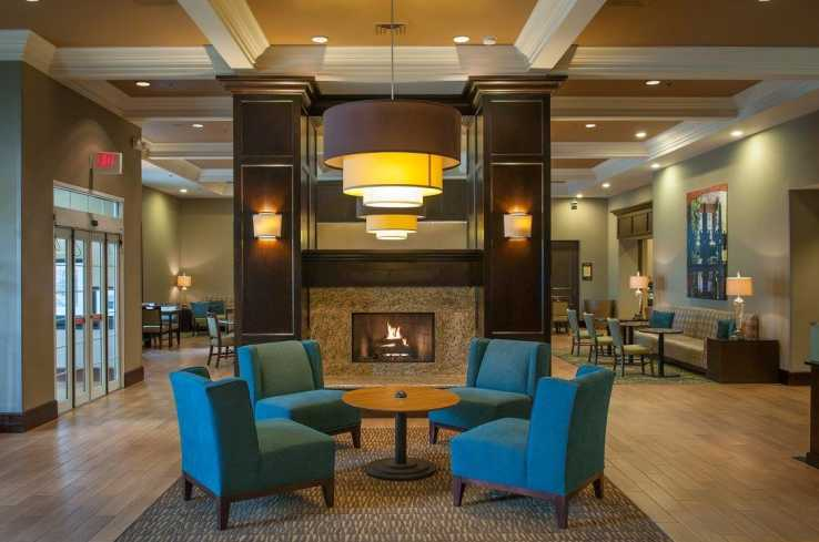Hampton Inn & Suites Elmwoo