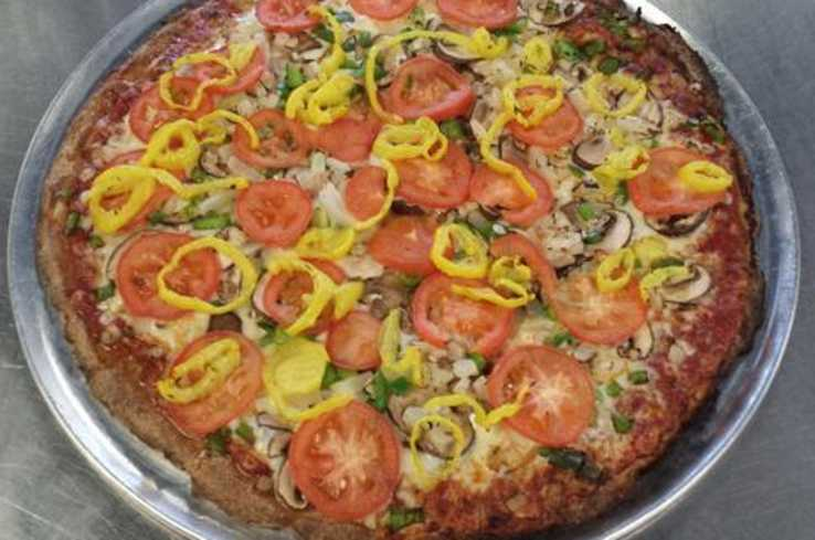 pizza with banna peppers