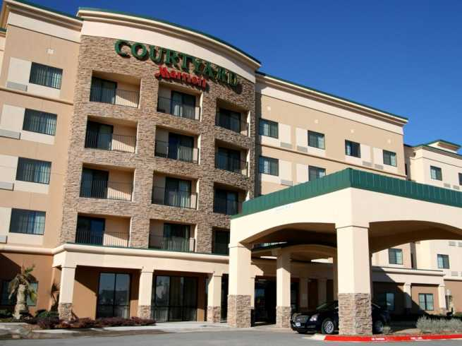 Courtyard by Marriott, Front