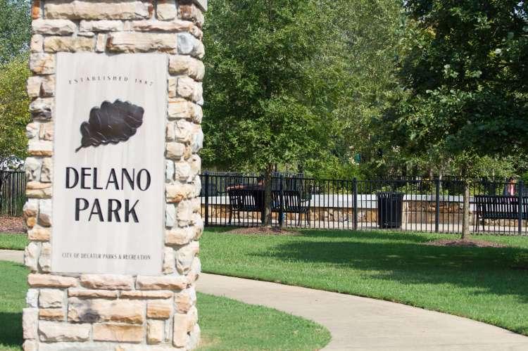 Delano Park Sign