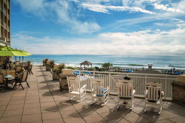 WB Holiday Inn - deck