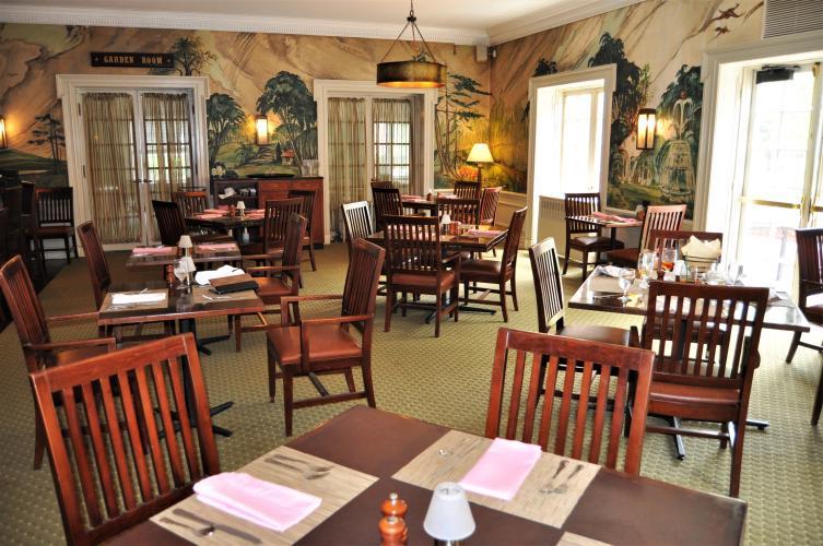 Gideon Putnam Bar Area