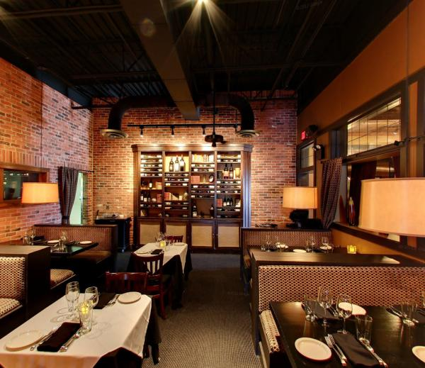 BakerStreet Interior - Dining in Fort Wayne, Indiana
