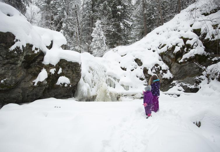 Mill Creek Falls Family Day in Winter