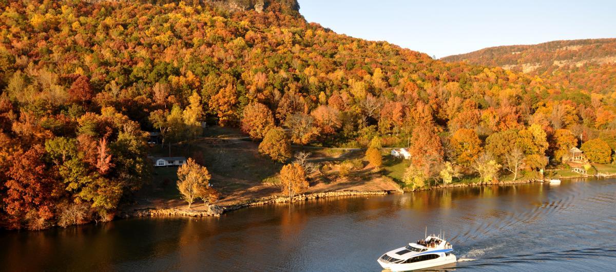 Fall_Tennessee Aquarium River Gorge Explorer Color Cruise