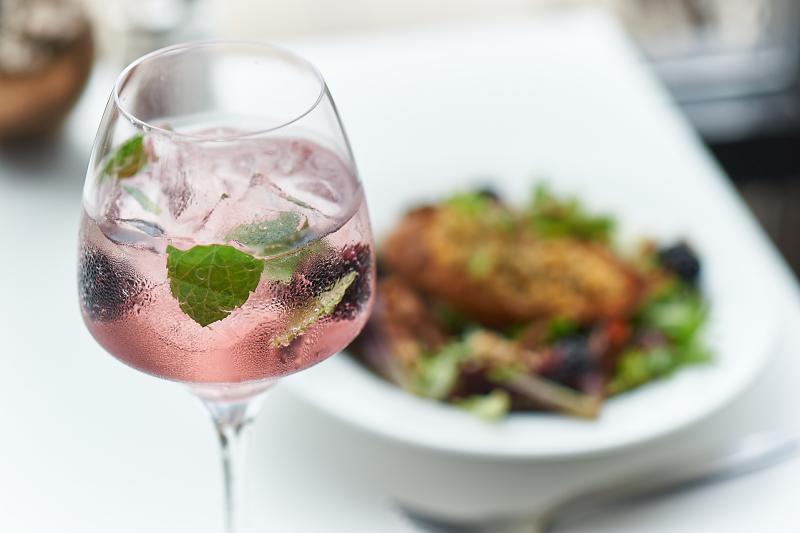 Le Jardin blackberry-mint spritzer