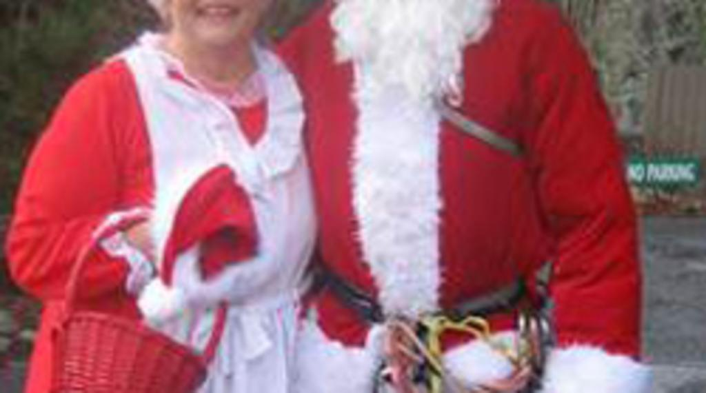 251Chimney_Rock_Village_Christmas.jpg