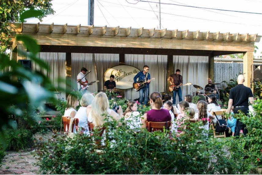 Cafe Vermilionville's Courtyard Series