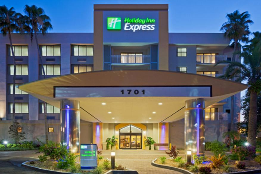 HOLIDAY INN EXPRESS HOTEL & SUITES PLANTATION