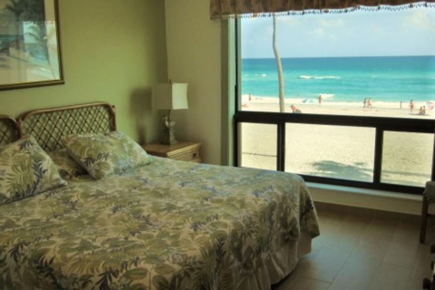 Corner Ocean front bedroom