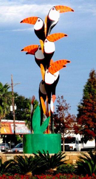 Toucans sculpture