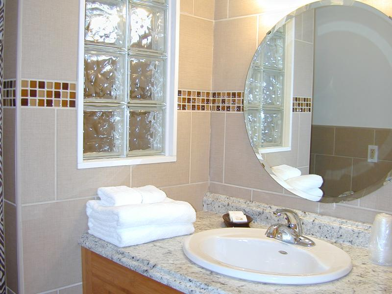 miami-motel-canandaigua-bathroom