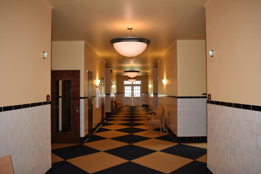 Empty hallway in the historiv Roosevelt Bath & Spa in Saratoga Springs NY