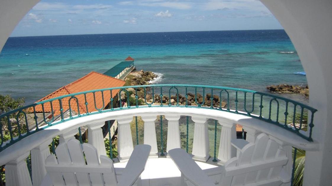 Beachfront 1 Bedroom Suite view