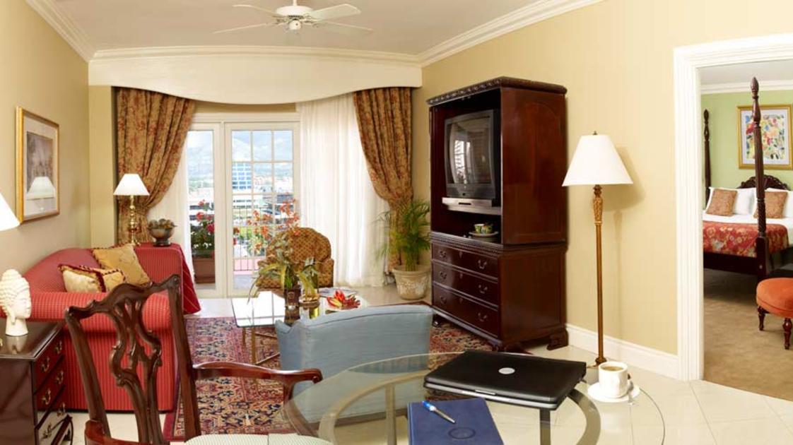 Penthouse-1BR-Suite-CHS