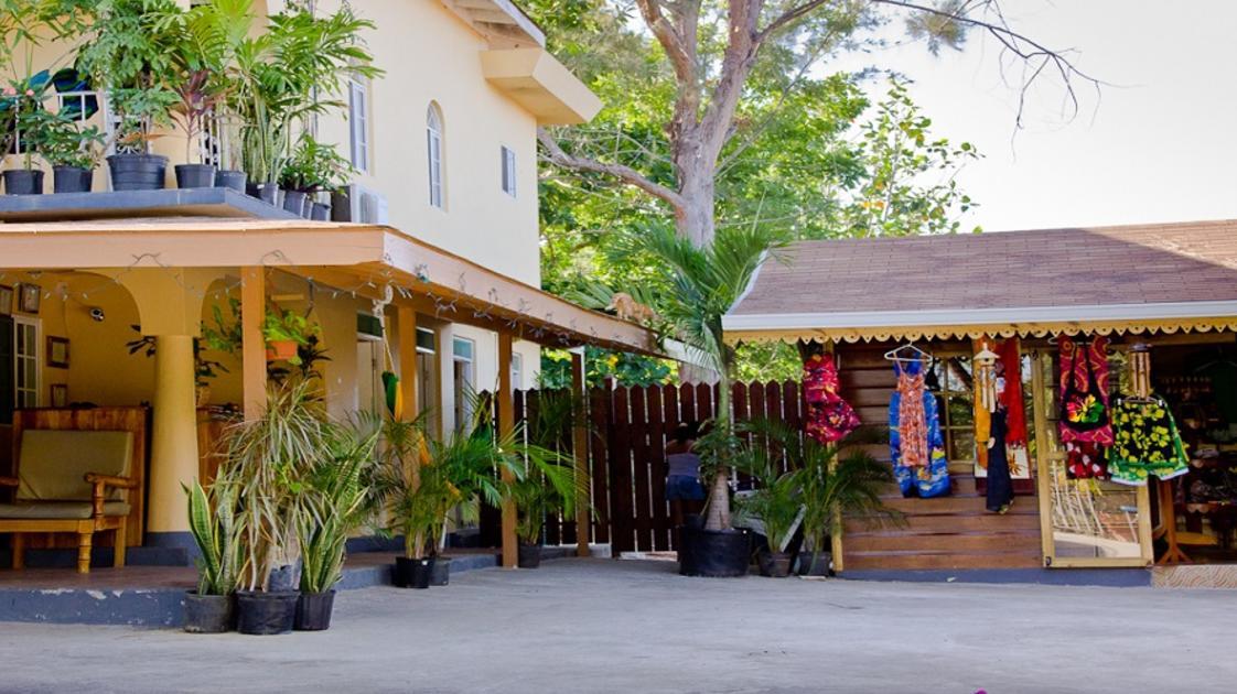 Sea Star Inn Outside