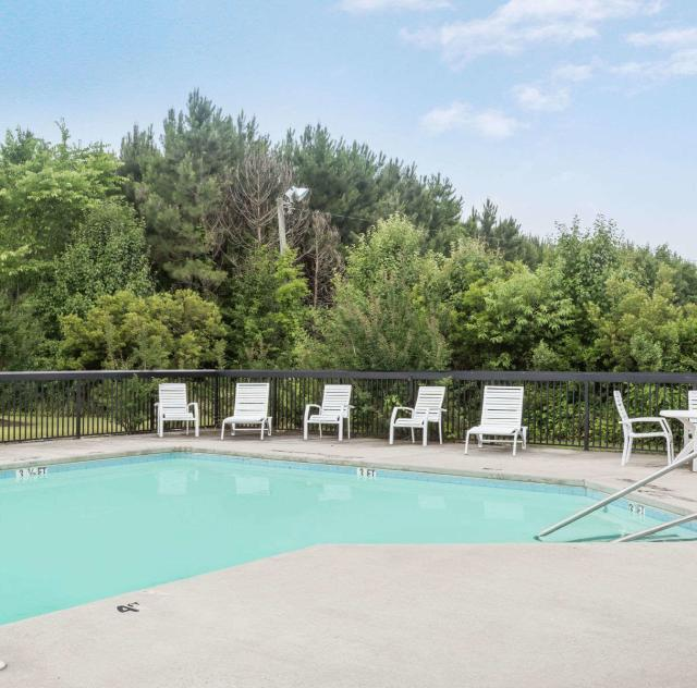 Days Inn Selma Outdoor Pool