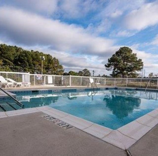 Econo Lodge Selma Outdoor Pool