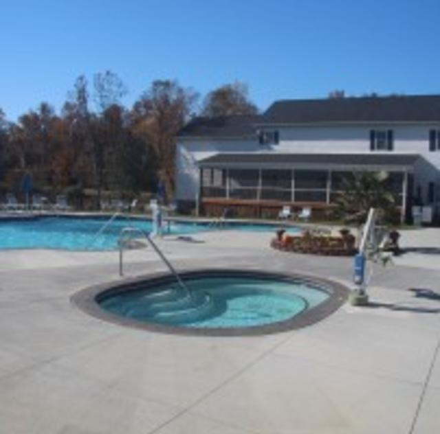 Raleigh Oaks Outdoor Pool