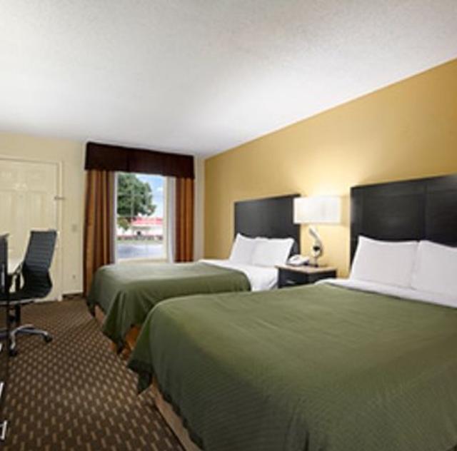 Super 8 Garner Double Room