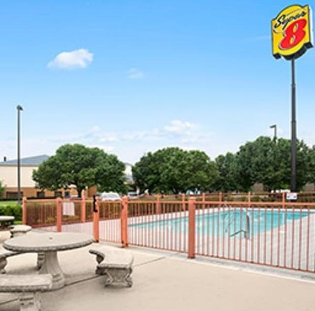 Super 8 Garner Outdoor Pool