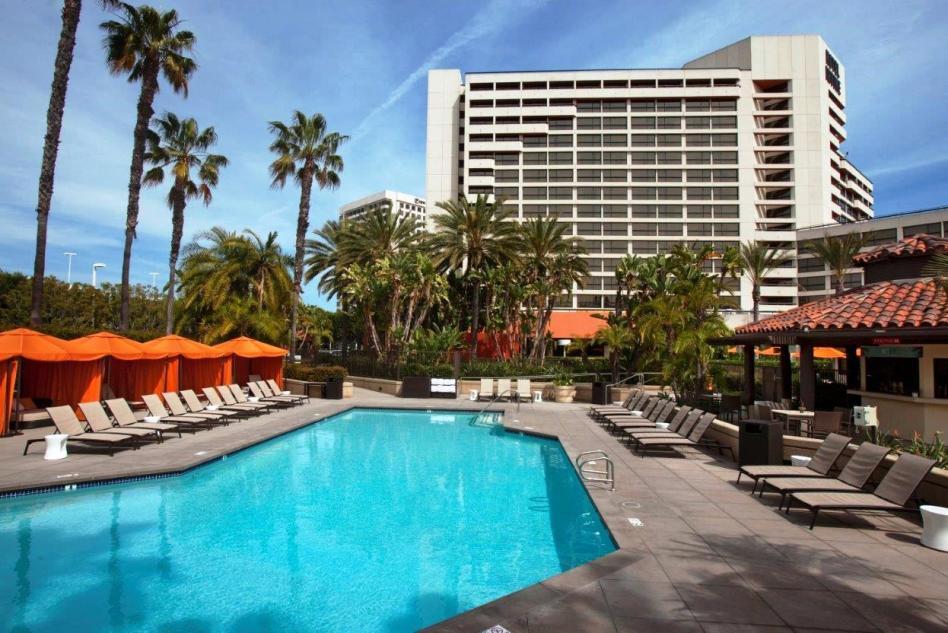 Hotel Irvine pool