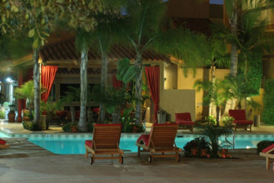 ilum Poolside Lounge